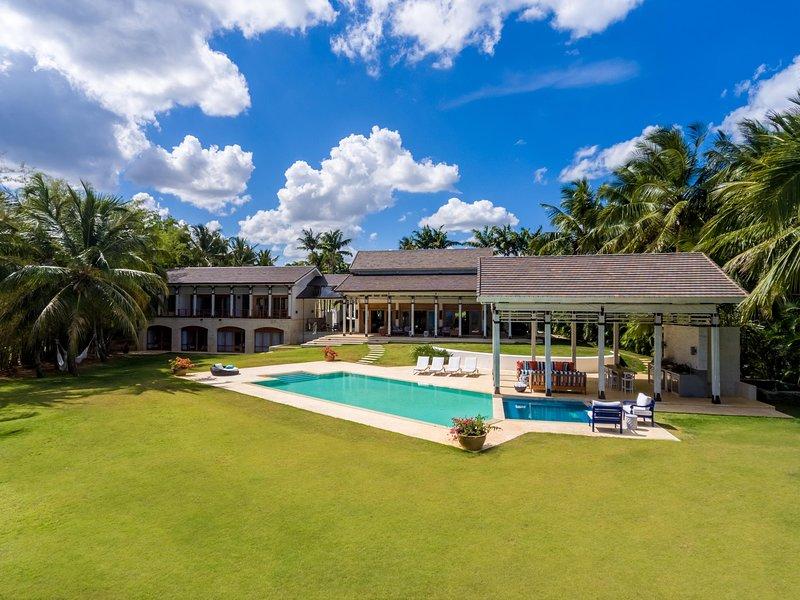 Mediterranean Style Villa in Casa de Campo with Scenic Views, holiday rental in El Limon