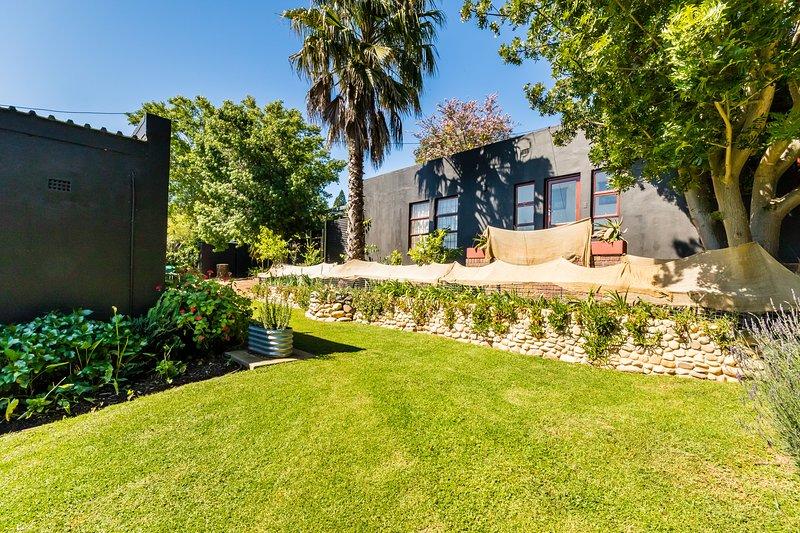 Stellenbosch Gardens Clivia House, holiday rental in Vlottenburg