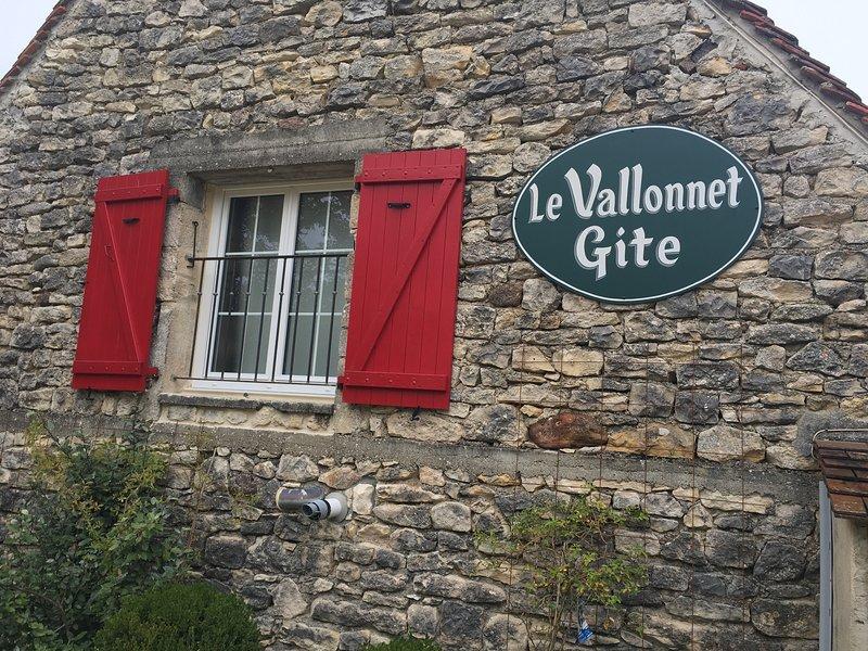 Le Vallonnet Gîte Demeure de charme Un havre de fraîche dans la verdure, holiday rental in Reilhaguet