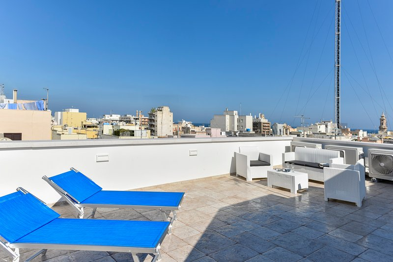 Historic citycentre apartment with breathtaking views, holiday rental in Monopoli