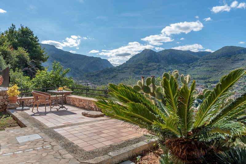 Soller mountain cottage on a sunny hillside with plunge pool., vacation rental in Soller