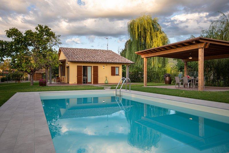 Le Rime di campagna: villetta con piscina e giardino privato, 2 camere (4px), holiday rental in Tregozzano