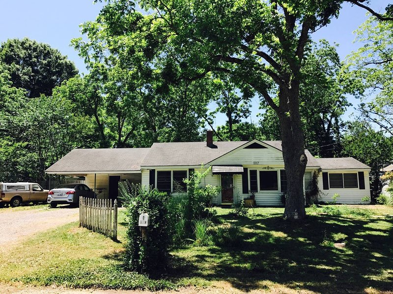 Pet Friendly House near AFB, holiday rental in Montgomery