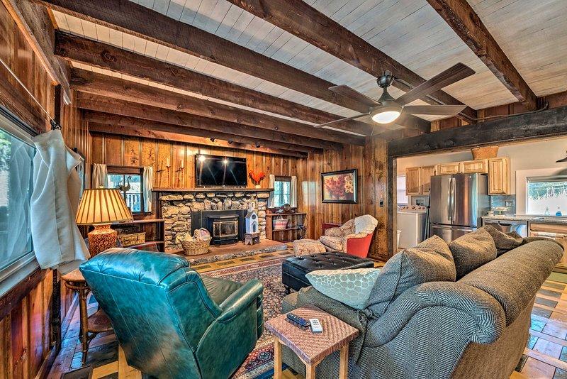 Family Cabin 3Mi to Ski Cloudcroft: Walk Downtown!, location de vacances à Cloudcroft