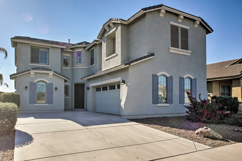 Spacious 3,700 Sq Ft Family Home in Casa Grande!, vacation rental in Arizona City