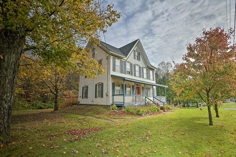 Catskills House w/Yard, 1Mi to Windham Mtn Resort!, location de vacances à Windham