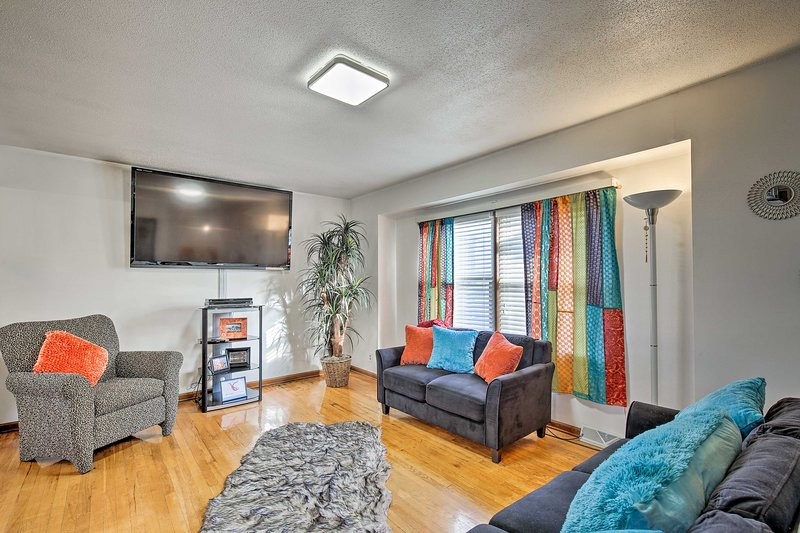 Pet-Friendly Getaway w/ Yard - 12Mi to Downtown KC, holiday rental in Liberty