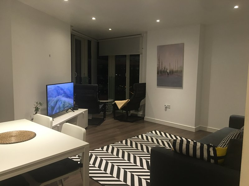 GRAND SERVICED APARTMENTS*****, holiday rental in Caterham
