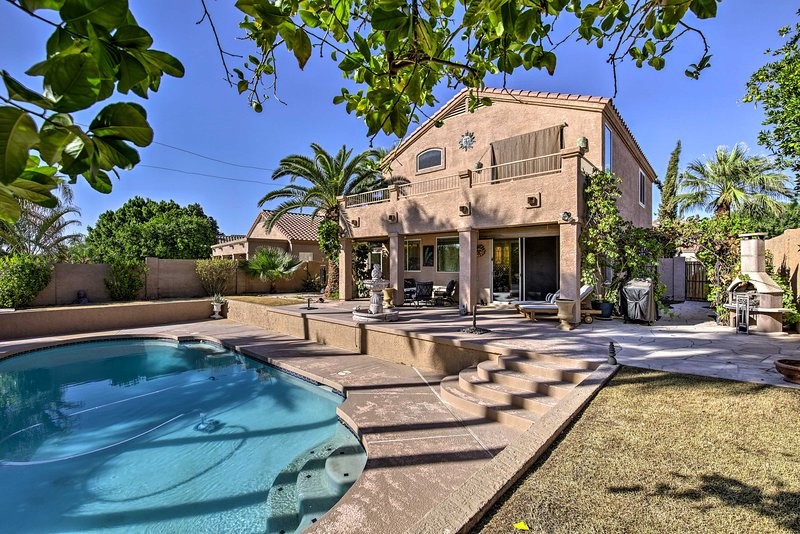 Chandler Retreat w/ Private Pool, Waterfront Views, casa vacanza a Sun Lakes