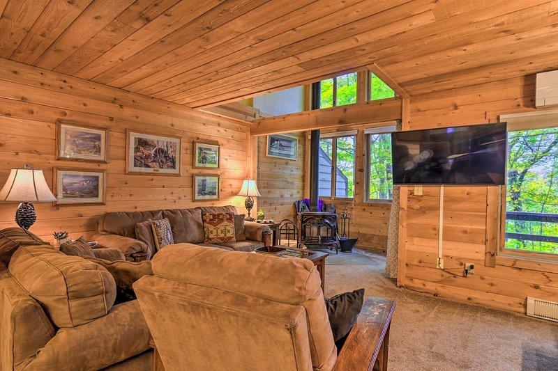 Pristine Resort Townhome, 2Mi to Seven Springs Mtn, alquiler vacacional en Rockwood