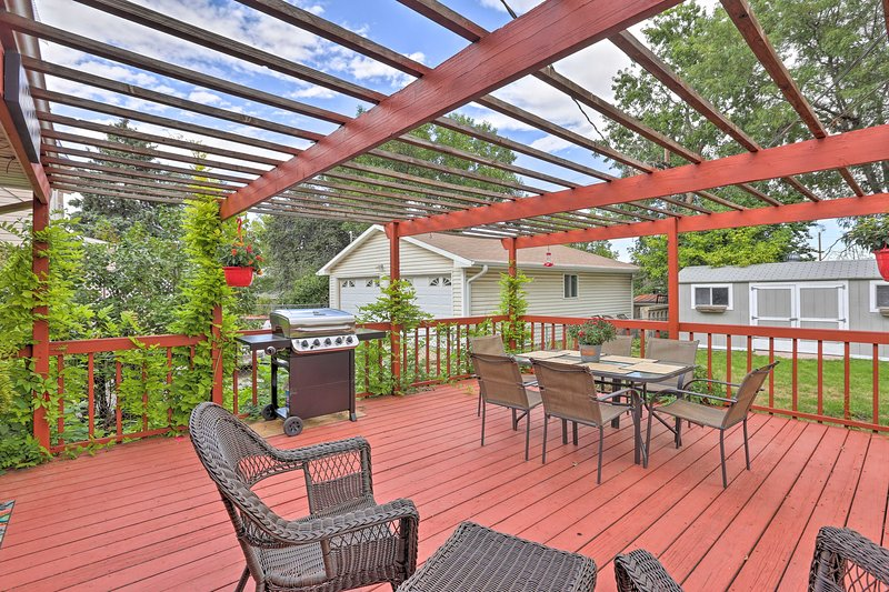 Spacious North Denver Home w/ Fenced Yard & Deck!, vacation rental in Westminster