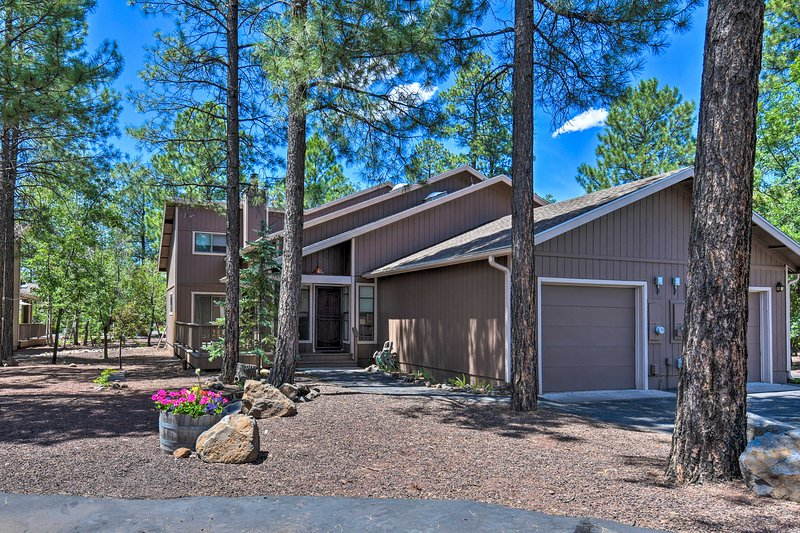 Updated Pinetop Townhome: 30 Miles to Sunrise Park, location de vacances à Vernon