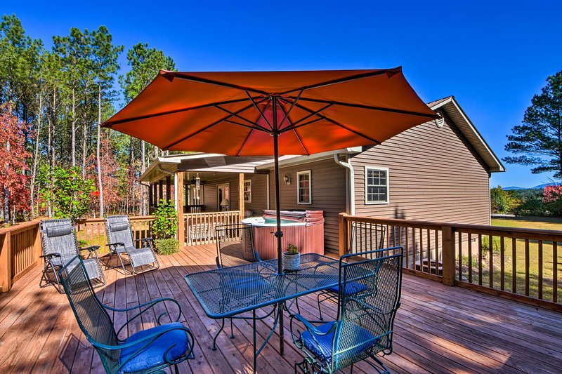 Ellijay Resort Cabin w/Private Hot Tub & Mtn Views, vacation rental in Ranger