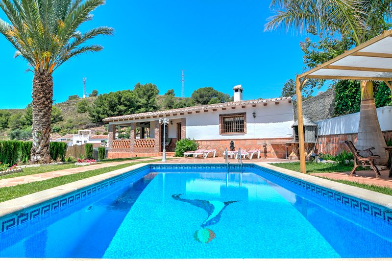 Enchanting natural retreat with a private pool, ocean views, and tranquil garden, holiday rental in Nerja