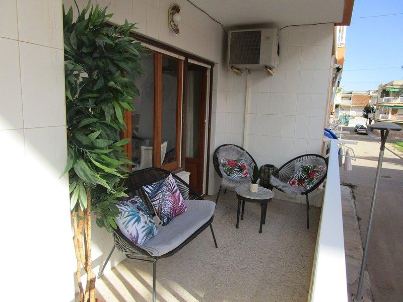 2 Bedroom 1st floor apartment in Mar De Cristal 100 yards from the beach,, aluguéis de temporada em Islas Menores