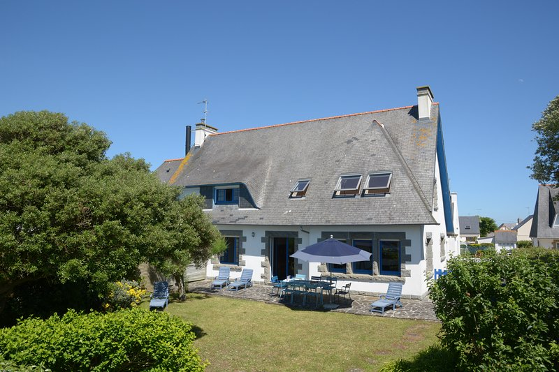 Direct access to sandy beach, with garden, in Guilvinec (Southern Brittany), holiday rental in Saint-Guenole