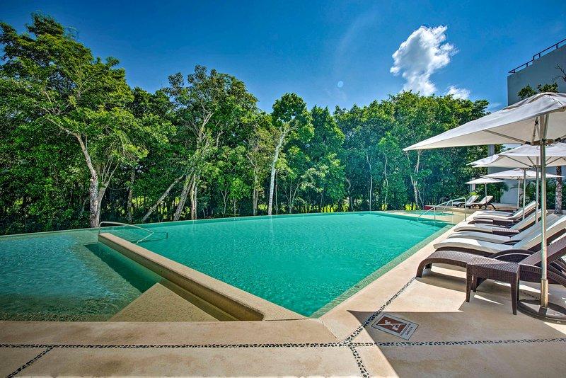 Luxe Tao Riviera Resort Condo w/ Beach & Golfing!, vacation rental in Chacalal