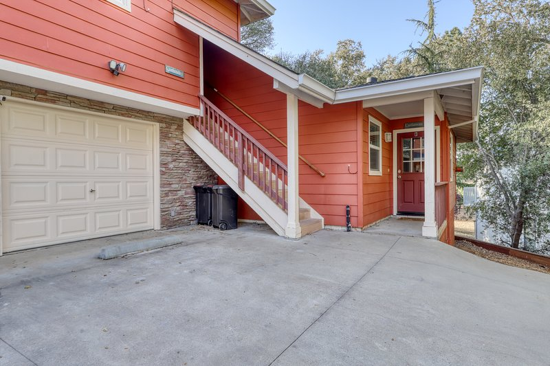 Spacious, condo w/access to shared pool, tennis courts, & golf!, vacation rental in Groveland