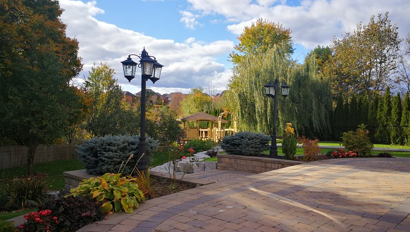 Private Luxurious 1400 sf Picturesque Garden, aluguéis de temporada em Newmarket
