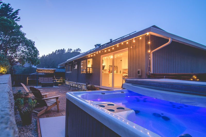 Hidden Gem-Hot Tub, Easy Parking Home, holiday rental in Moss Beach