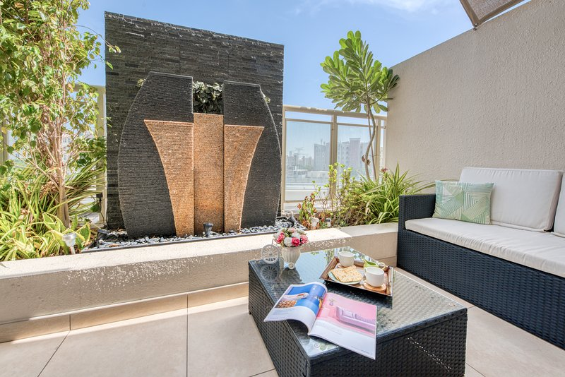 Luxurious 3BRs w Huge Terrace, Gym+Pool, Great Location, vacation rental in Jebel Ali