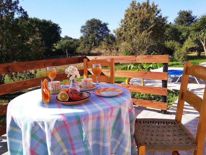 Disfrute de su desayuno en la terraza soleada.