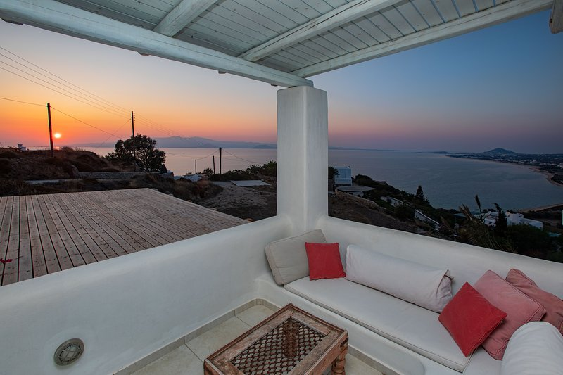 Villa Caterina has amazing view ,privacy and amazing sunset, holiday rental in Mikri Vigla