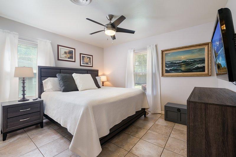 Sage Suite I - Safe, Clean & Comfy (Pet Friendly), casa vacanza a Alamo Heights