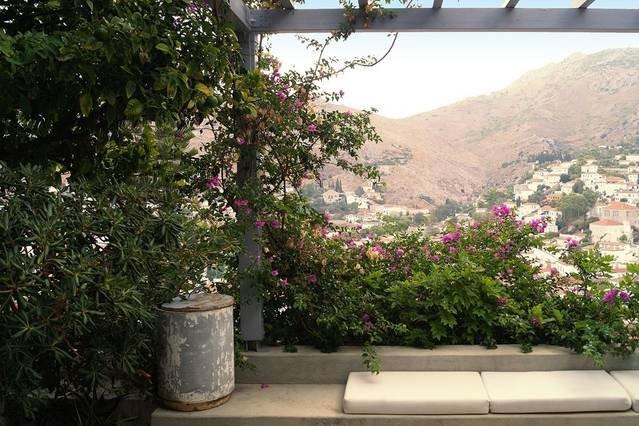 Majestic views with 100m2 garden, holiday rental in Hydra
