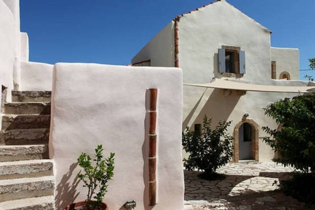 Luxurious Residence in village, location de vacances à Velanidia