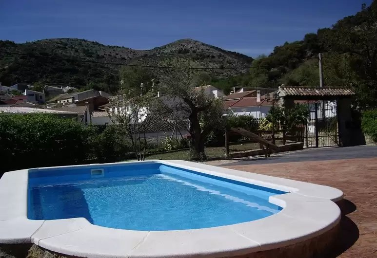 Amazing villa with swimming-pool, alquiler de vacaciones en Castillo de Locubín
