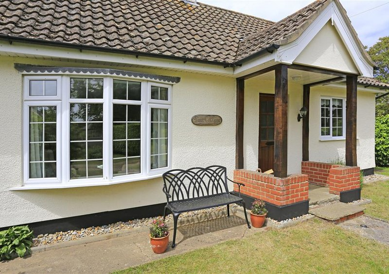Pine Cottage, casa vacanza a Knodishall