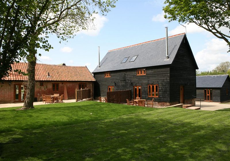 Red House Barns, Sternfield, holiday rental in Saxmundham
