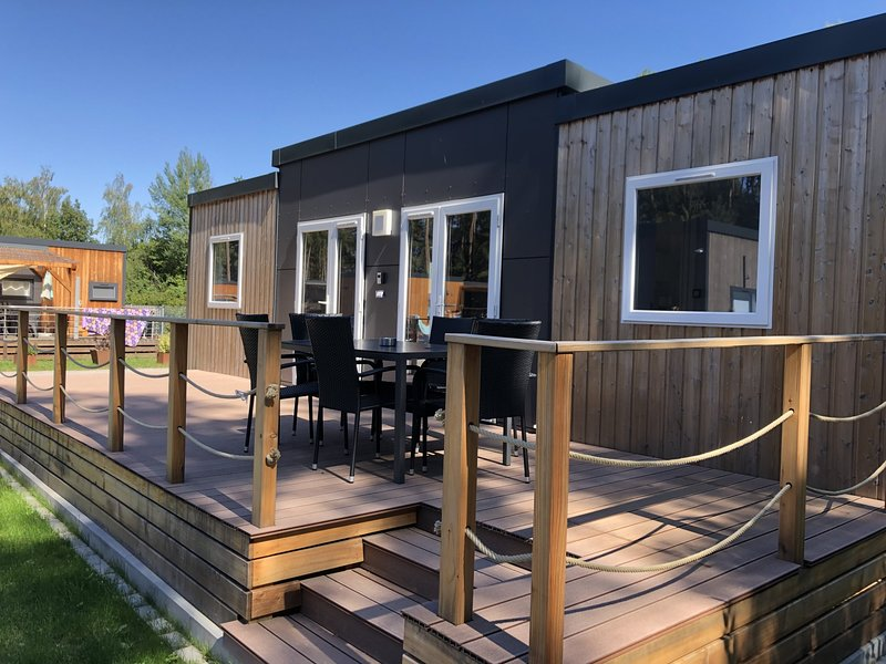 Modernes Mobilheim am See mit Außensauna (WA103), holiday rental in Zeitlarn