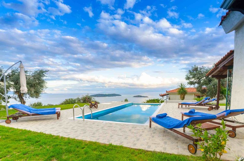 Villa Vista with Amazing Sea Views, Ferienwohnung in Tzaneria Bay