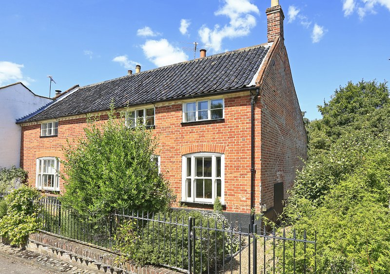 Swan House, holiday rental in Wangford