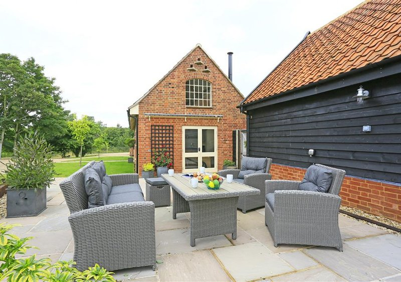 The Stables, holiday rental in Halesworth