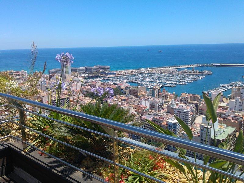 Panoramic Penthouse 1: The Best Views of Alicante with All Luxury, aluguéis de temporada em Callosa de Segura