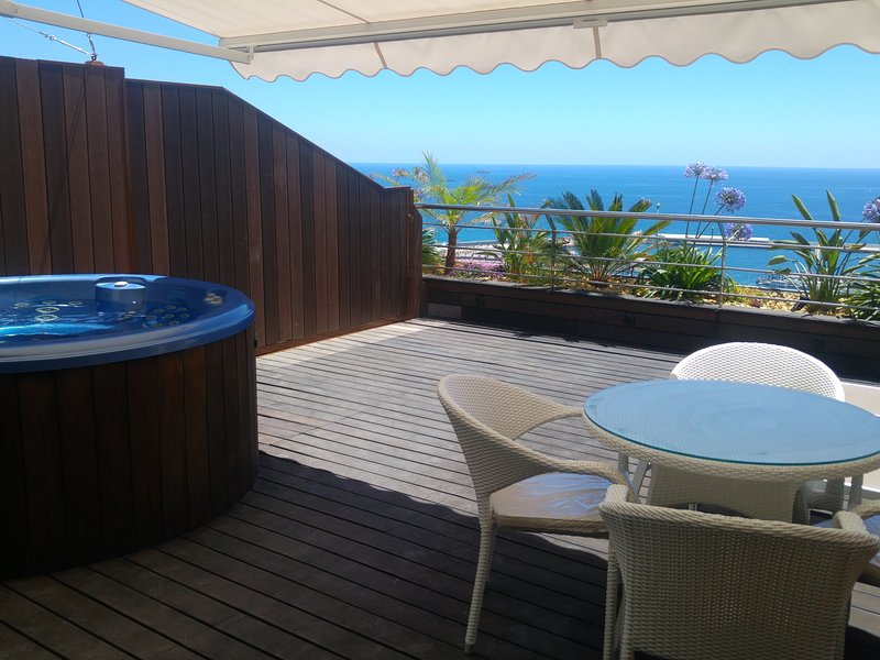 Panoramic Penthouse 2: The Best Views of Alicante with All Luxury, location de vacances à Cocentaina