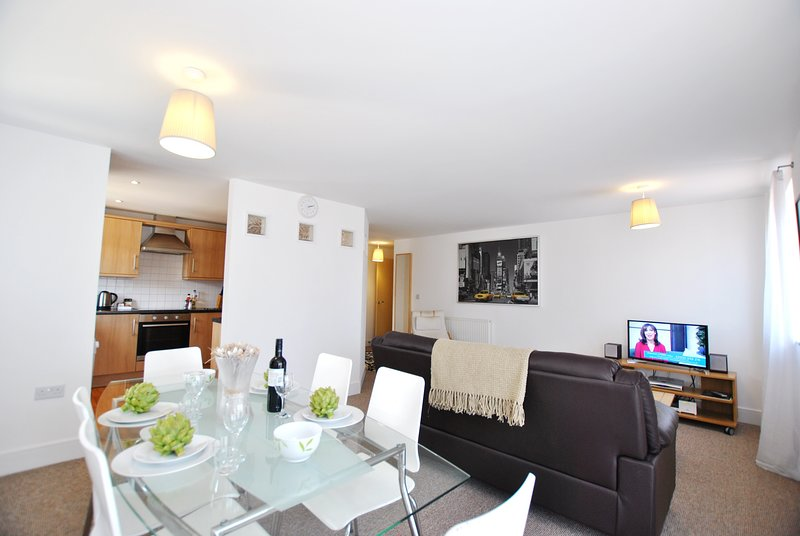 24 Pavilions (2 Bed, 2 Bath) by Accommodation Windsor Ltd, holiday rental in Bray-on-Thames