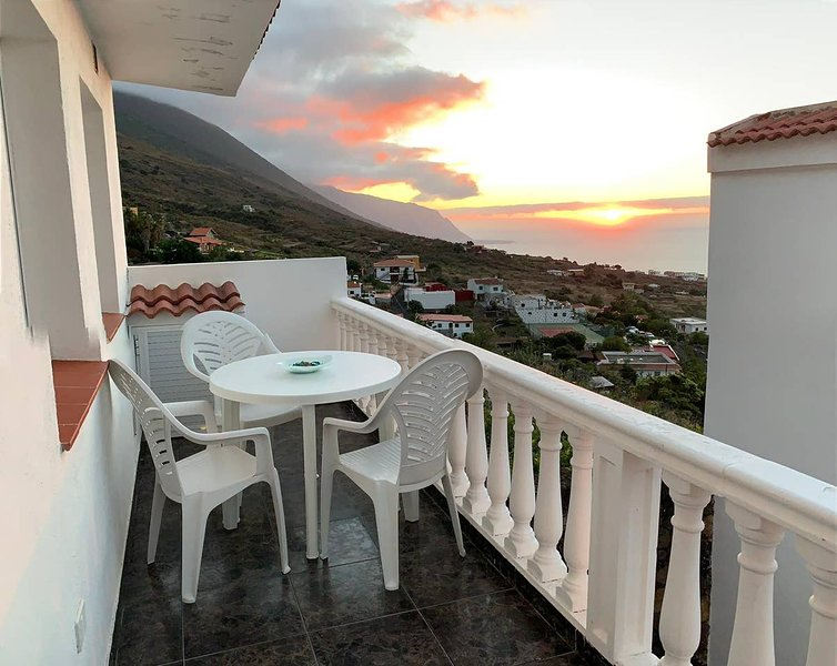 Amazing apt with sea view & terrace, vacation rental in Taibique
