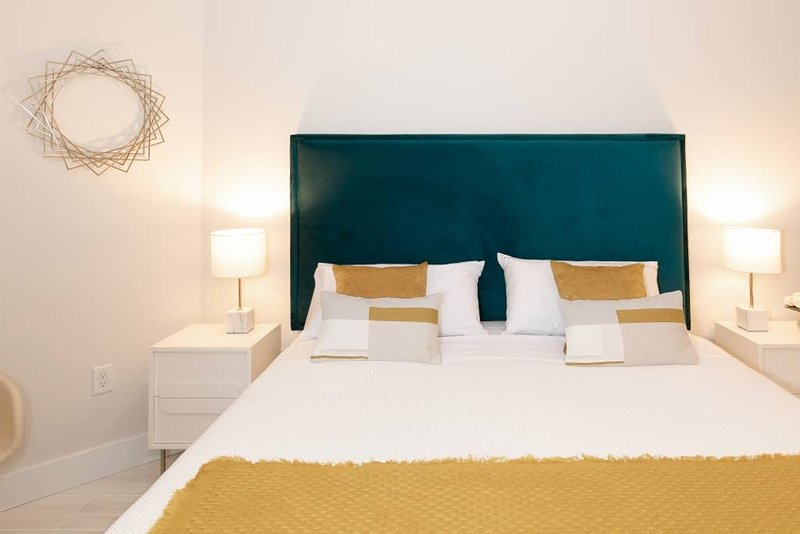 Coconut Grove Residences by Miami Vacation Rentals - Aria 1606-2 Studio, holiday rental in Coral Gables