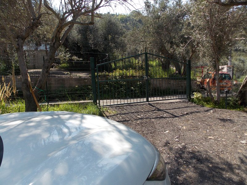 Appartamento Alicudi, vacation rental in Reitano