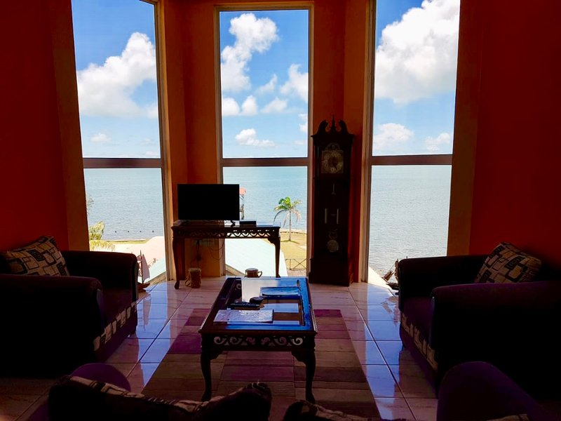 See Belize SEA VIEW 2BR PENTHOUSE w INFINITY POOL, ROOF TERRACE & OVERWATER DECK, holiday rental in Gales Point