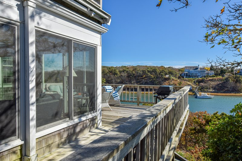 #625: Gorgeous Waterfront Dog-Friendly w/ Stunning Views & Private Dock Access!, casa vacanza a West Chatham