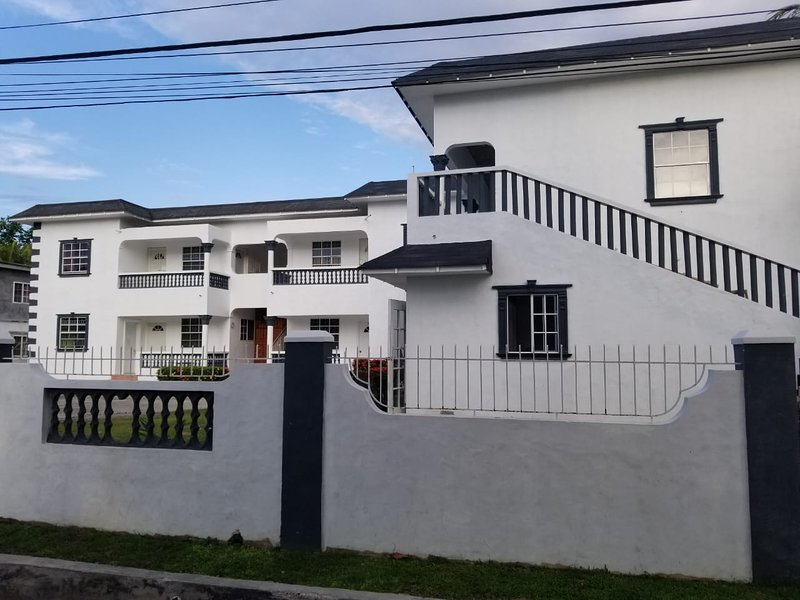 Harper's villa 2 bedroom condo, Ferienwohnung in Port Antonio