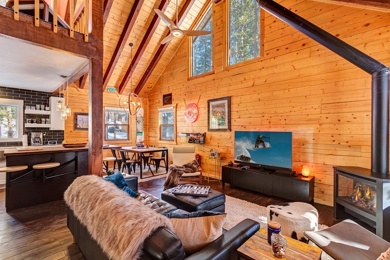 Ultimate Breckenridge Basecamp w Hot Tub, holiday rental in Breckenridge