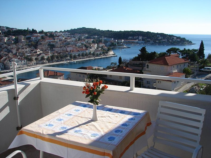 Mar A4(2+2) - Hvar, vacation rental in Hvar Island