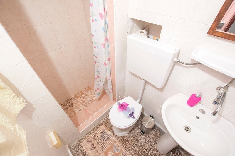 H (3 + 1): bagno con WC