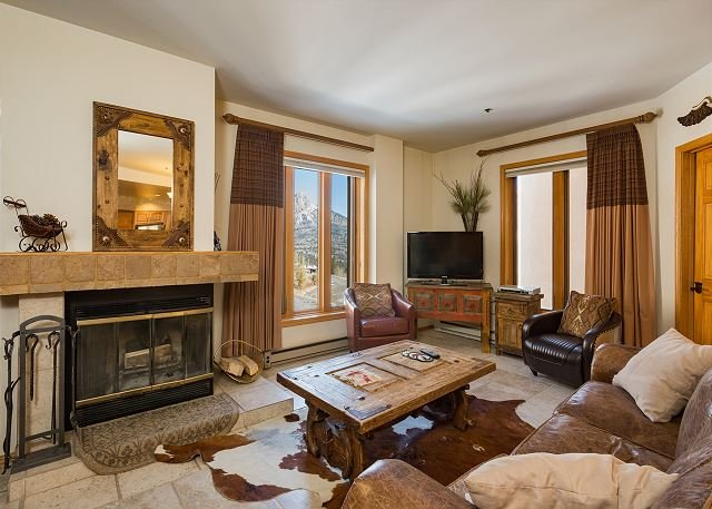Affordable Luxury Condo - Great Views - Steps to Lifts, holiday rental in Durango